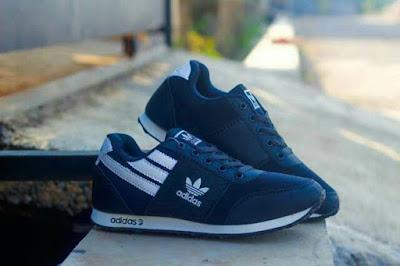Membuka online shop khusus sepatu sneakers