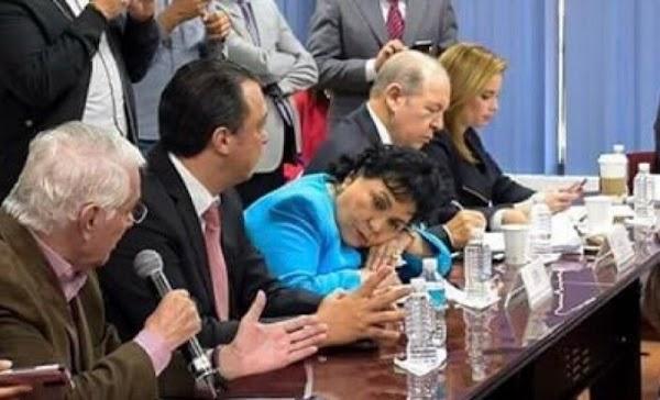 Nos cuesta más de 200 mil pesos mensuales y Carmen Salinas se duerme en sesión de trabajo. ¿Te parece justo?