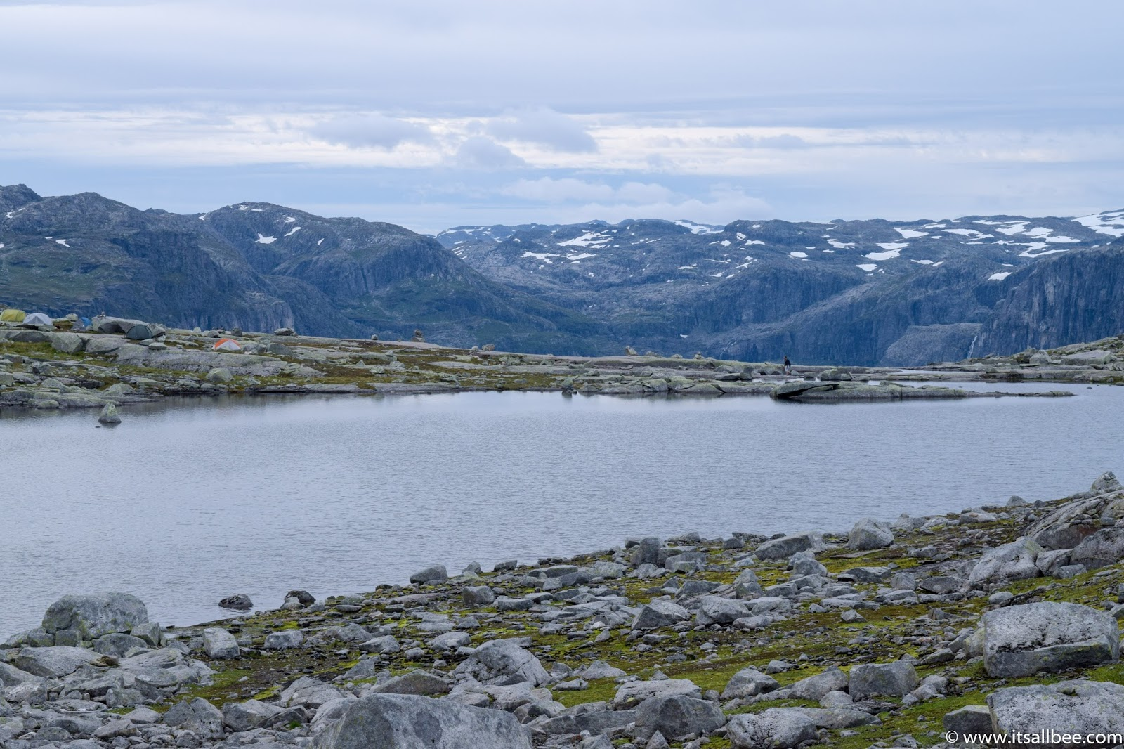 trolltunga hike guide, camping trolltunga, trolltunga parking, trolltunga blog post,