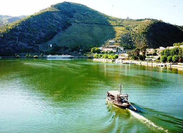 Travelholic: Menikmati Keindahan Sungai Douro Portugal