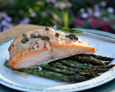 Roasted Salmon & Asparagus ♥ KitchenParade.com, just salmon and fresh asparagus roasted together, easy enough for a weeknight, elegant enough for company. Low Carb. Gluten Free. Weight Watchers Friendly.