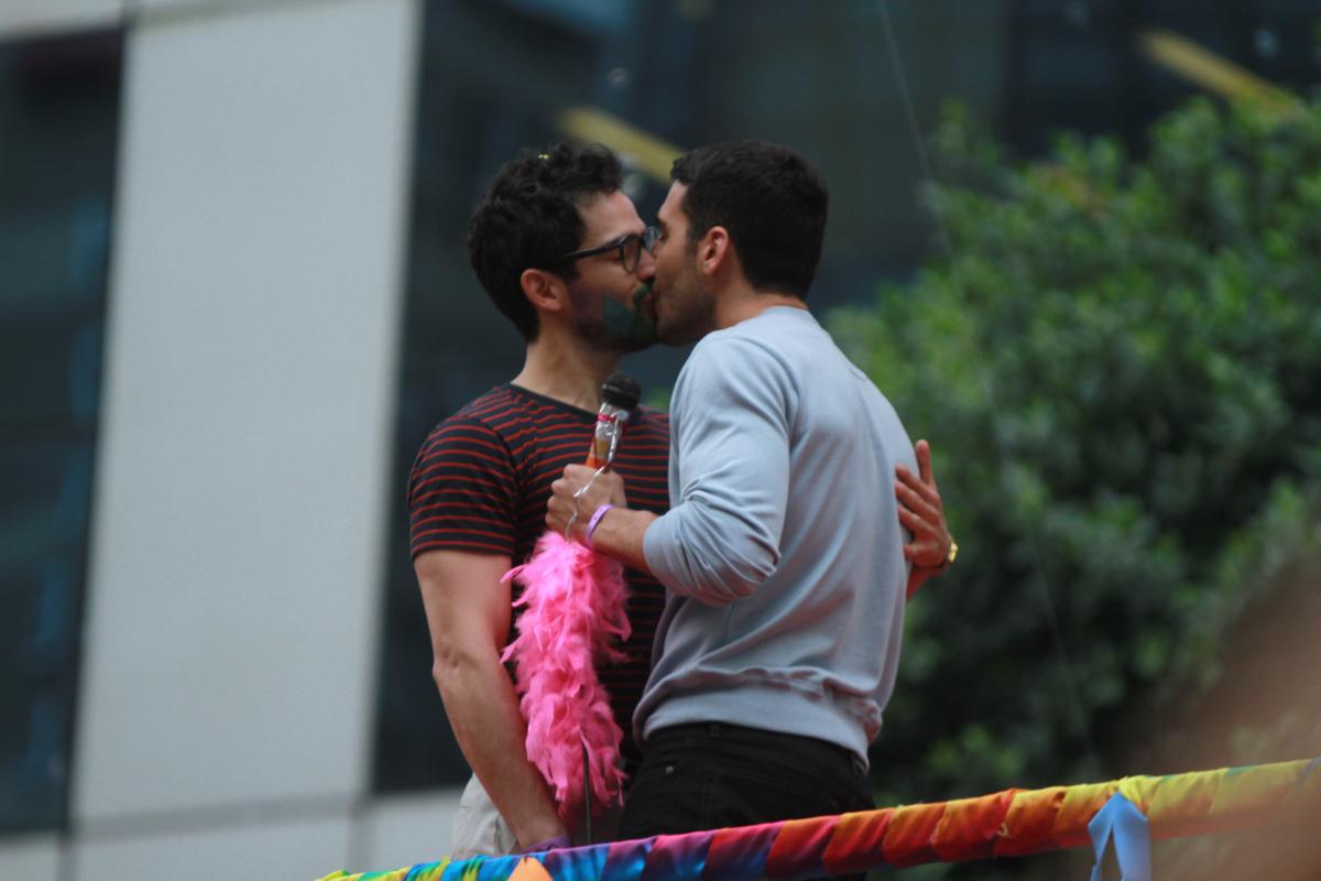 Saiba como é a cena gravada na Parada LGBT de SP pelos personagens de Sense8