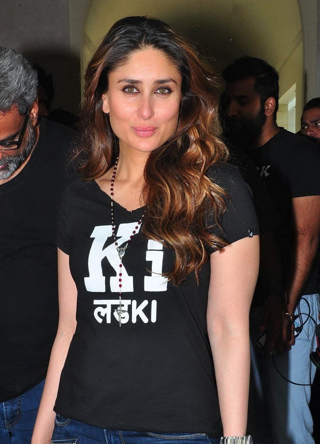 t shirt t shirt kareena Kapoor hot sexy film