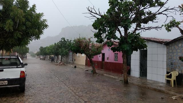 Resultado de imagem para chuva em carnauba dos dantas