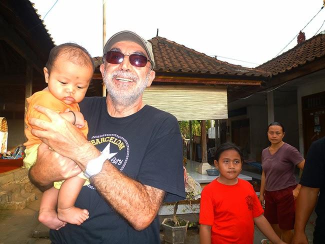 Con el hijo de Dewa