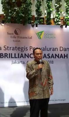 pak yuniarko direktur mobilisasi wakaf dompet dhuafa menjelaskan cara wakaf asuransi brilliance hasanah maxima nurul sufitri