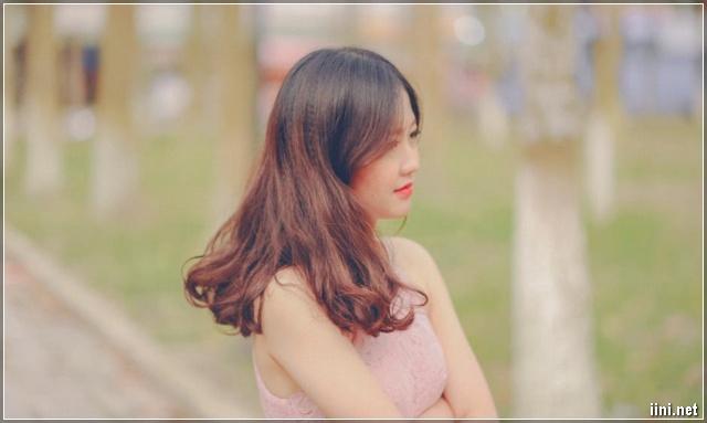 cô gái xinh đẹp buồn vì nhớ tình xa