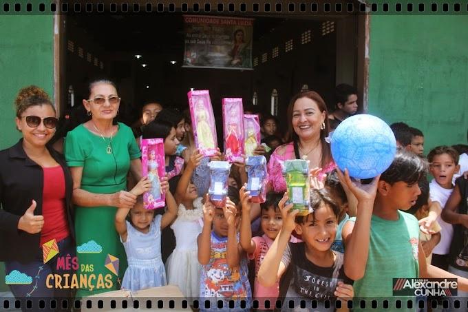 Mês da criança: Vereadora Vera Lúcia leva alegria para crianças do bairro Santa Luzia.