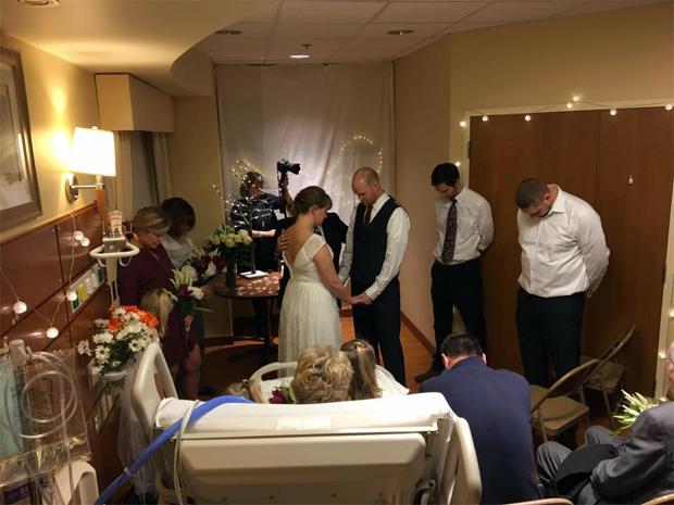 Casamento foi realizado em hospital (Foto: Reprodução/Facebook)