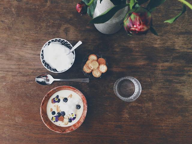 Koldskål med æg, tykmælk og præcis som da jeg var barn - hejmagi.blogspot.com - @juliemakes