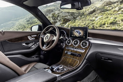 New 2016 Mercedes-Benz GLC interior image