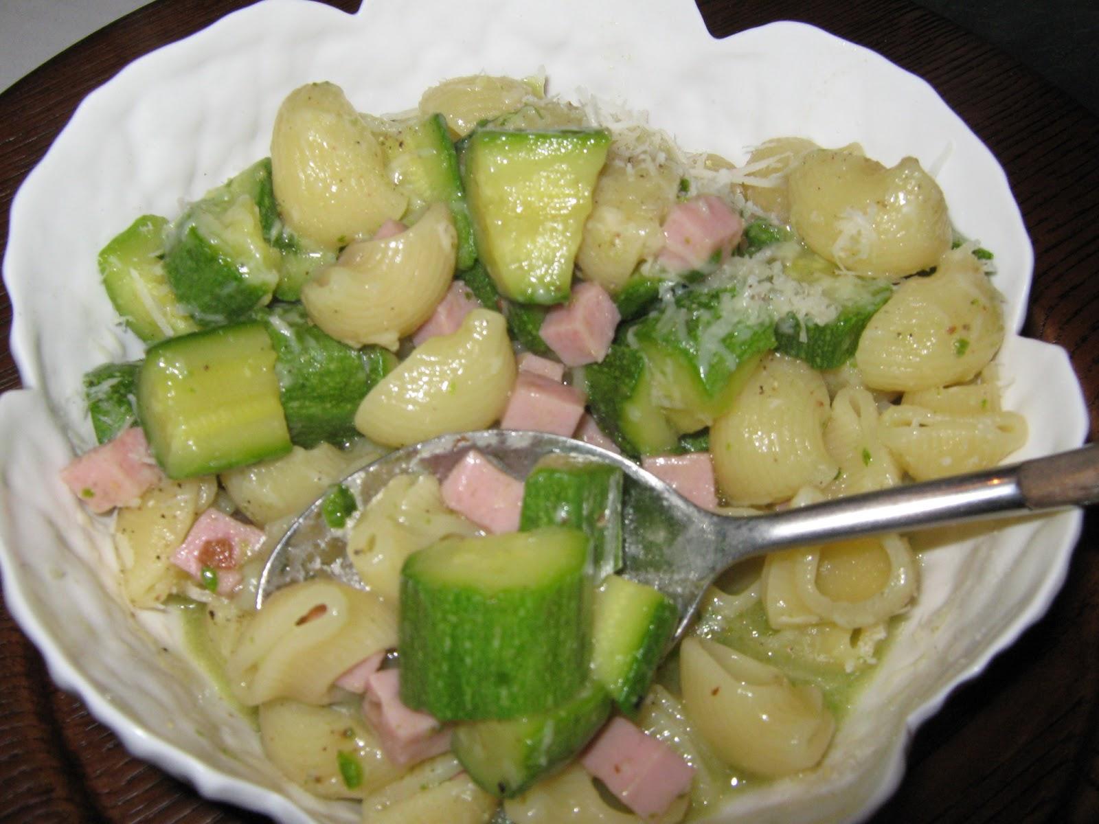 Ricette di nonna nina s o s pasta con zucchine primi for Primi piatti semplici