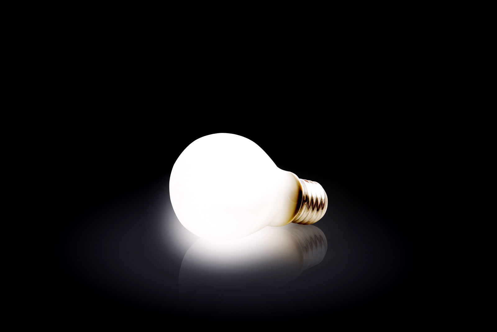 Light Bulb Hd Wallpapers Stock Photos Hd Wallpapers