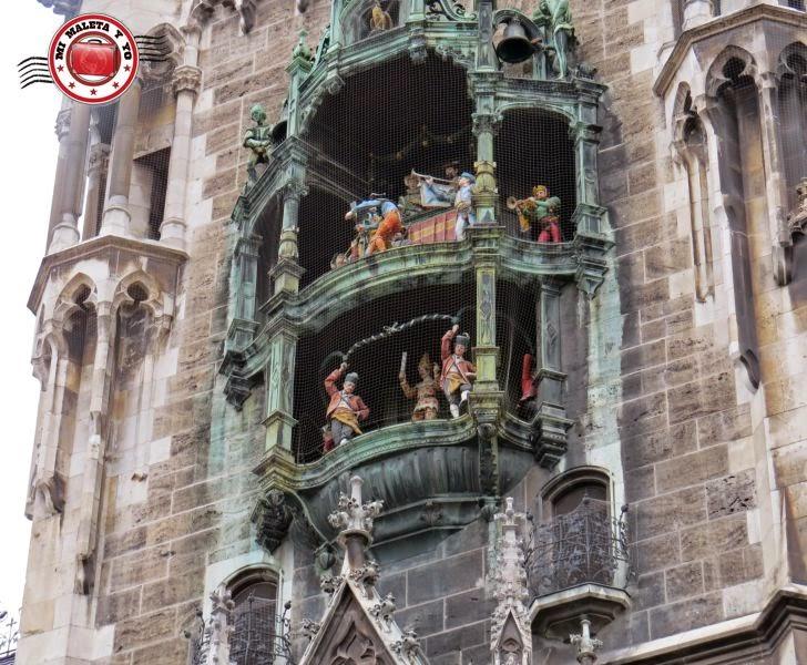 Munich - Carrillón en el Ayuntamiento de Marienplatz