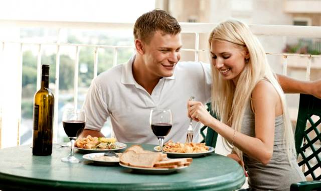Las bebidas junto con las comidas pueden ser buenas en algunos casos