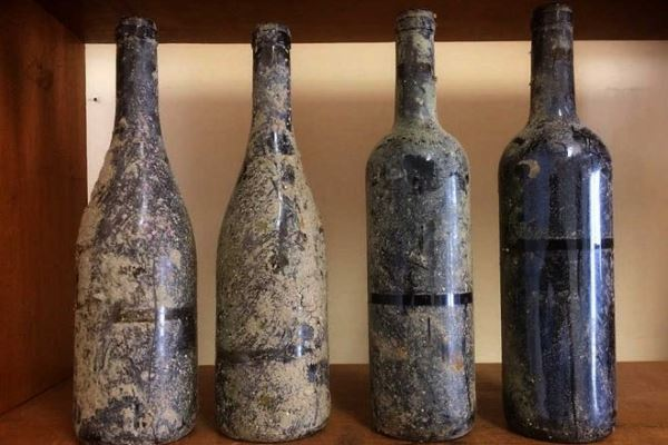 Un vino portugués envejecido en el fondo del Océano Atlántico