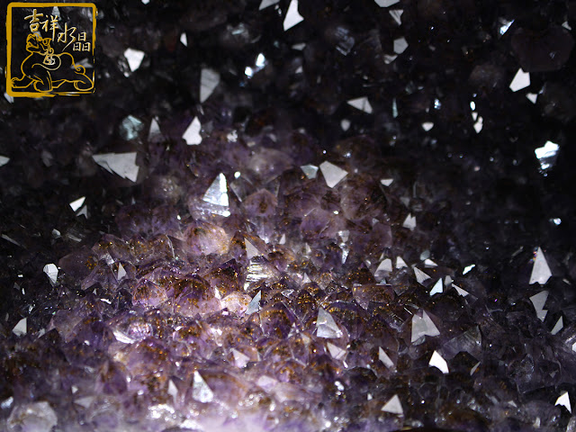 紫晶洞共生鈦晶