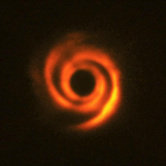 disco de formação planetária ao redor da estrela HD 135344B
