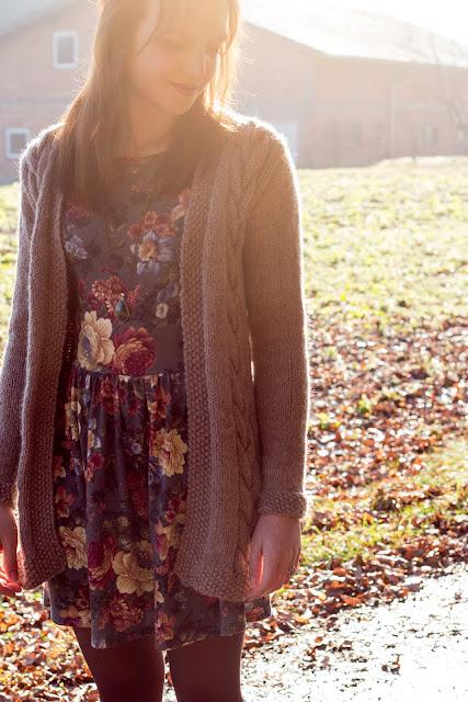 Lange Strickjacke mit Zopfmuster selber stricken - kostenlose Anleitung - Jacke selber machen - Kleidung selber stricken - Long Cardigan Free Knitting Pattern German - DIY - handmade - 01