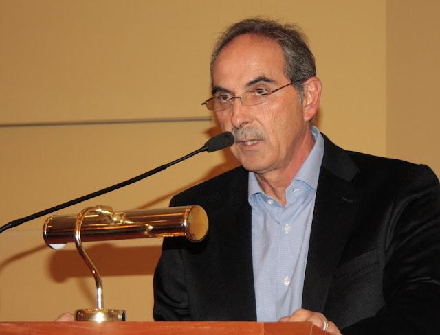 Δημήτρης Σφυρής:  Eίμαστε ακόμα στην Ελλάδα της παραπληροφόρησης