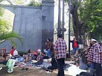 Tidur 'Nggembel' di Depan Mako Brimob, Pendukung Ahok Diusir, Pernah Tidurin Jalur Busway Juga
