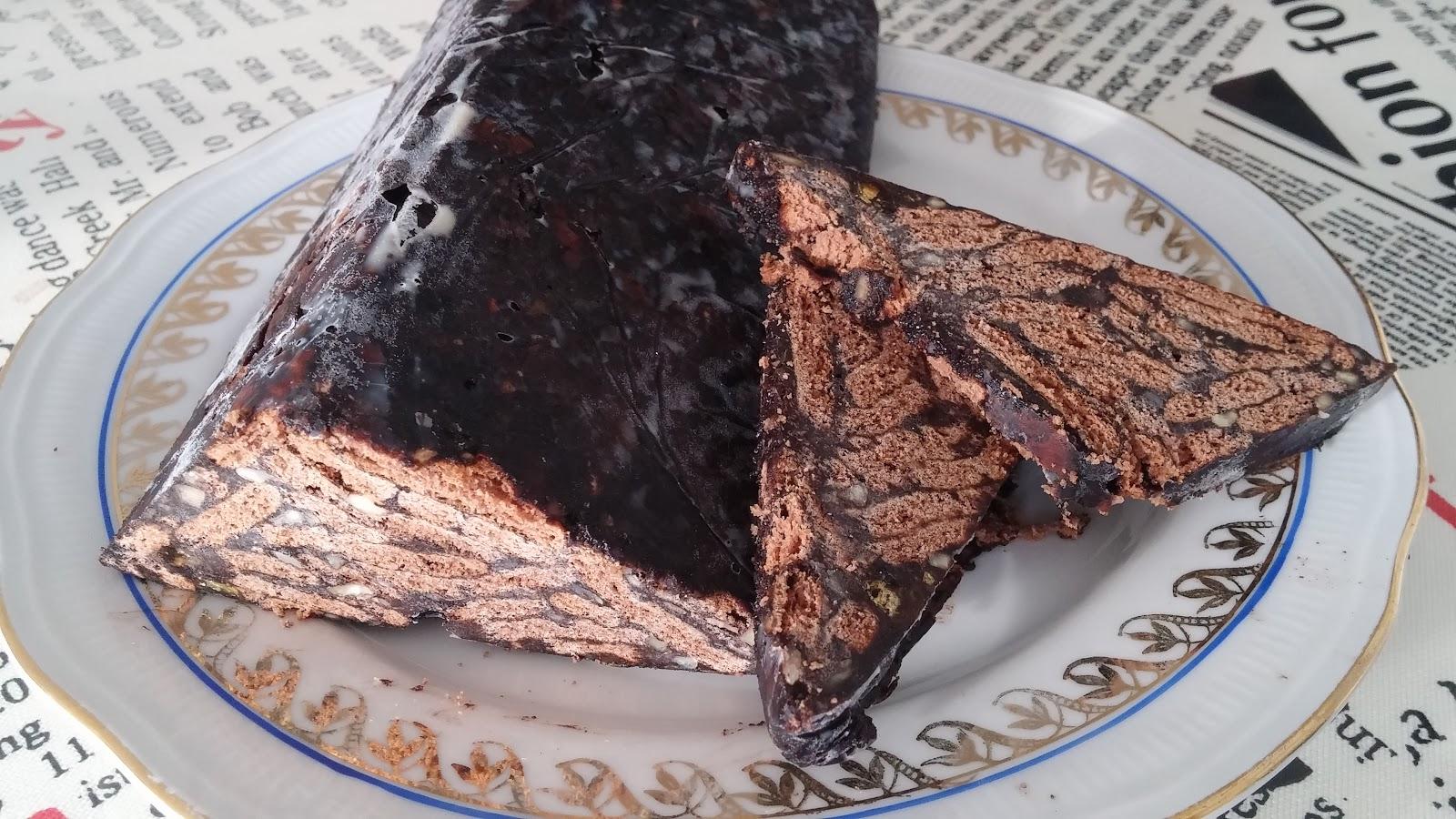 Kuruyemişli Çikolatalı Pasta