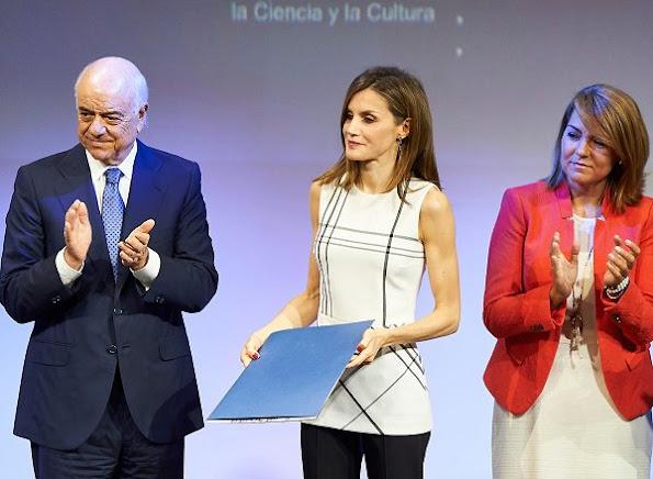2016 Accion Magistral Awards, Encuentro Accion Magistral Letizia wore Hugo Boss tops, Magrit shoes