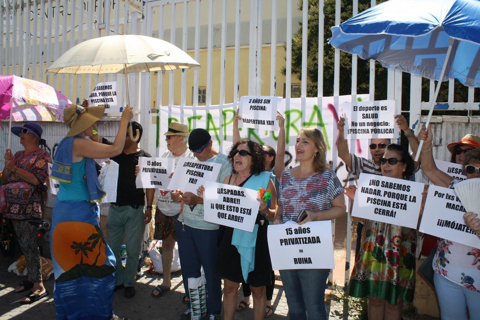 Gel n noticias izquierda unida reclama al gobierno for Piscinas imd sevilla