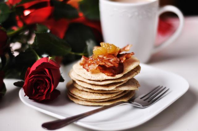 Owsiane pancakes z bekonem i miodem