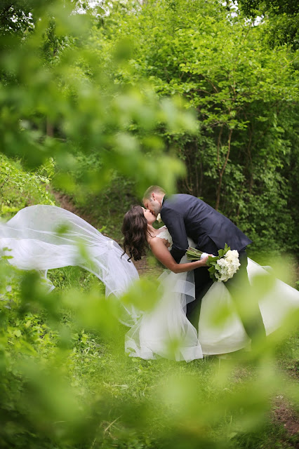 le mars iowa wedding photograph with long veil
