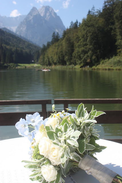 Brautstrauß - Wasserfarben-Hochzeit am See, Graugrün, Mint, Aqua, Blau, Grün, Riessersee Hotel Garmisch-Partenkirchen, Bayern, Lake side summer wedding Aqua, Green, Blue, grey colour scheme