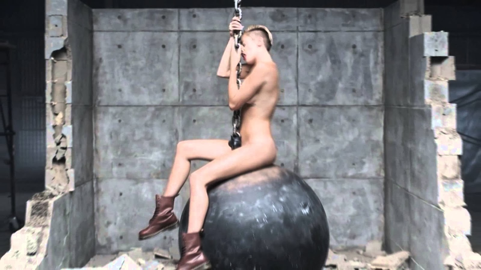 Top Miley Cyrus Wrecking Ball Video  Miley Cyrus Wrecking -1960