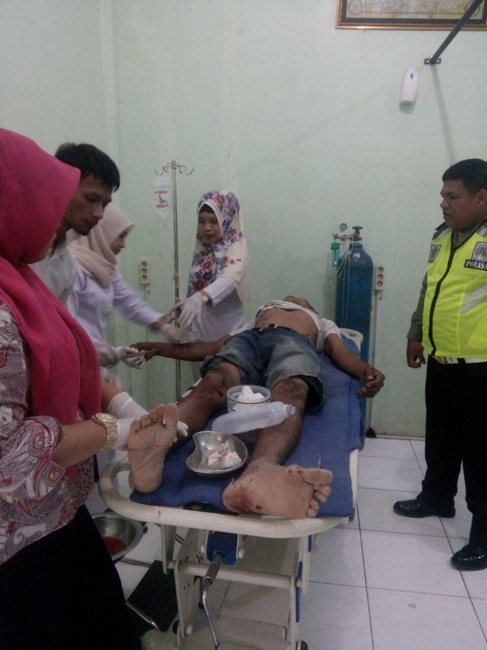 Korban lakalantas saat berada di rumah sakit.