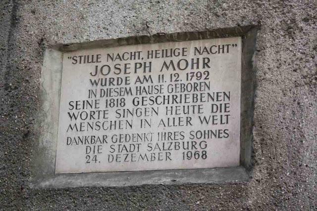 Joseph Mohr in der Steingasse © Copyright Monika Fuchs, TravelWorldOnline