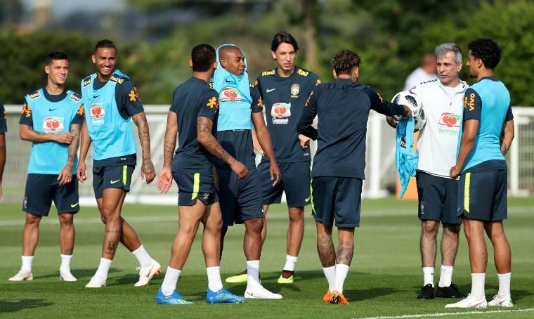 59f1036a41 COPA DA RÚSSIA  Brasil já está no CT do Tottenham em Londres