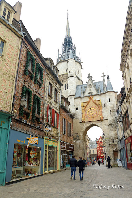 Torre del reloj, Auxerre, corazón de la Borgoña