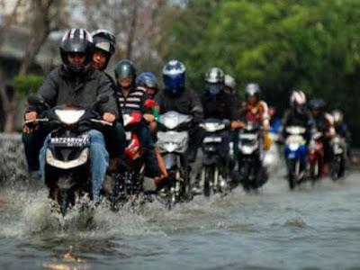 Bila Ingin Motor Awet, Cucilah Motor Setelah Kehujanan