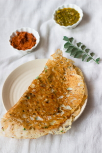 how to make crisp rava dosa recipe, how to make instant rava dosa, sooji dosa recipe, semolina pancake recipe at www.oneteaspoonoflife.com