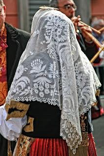 Immagine di un costume sardo