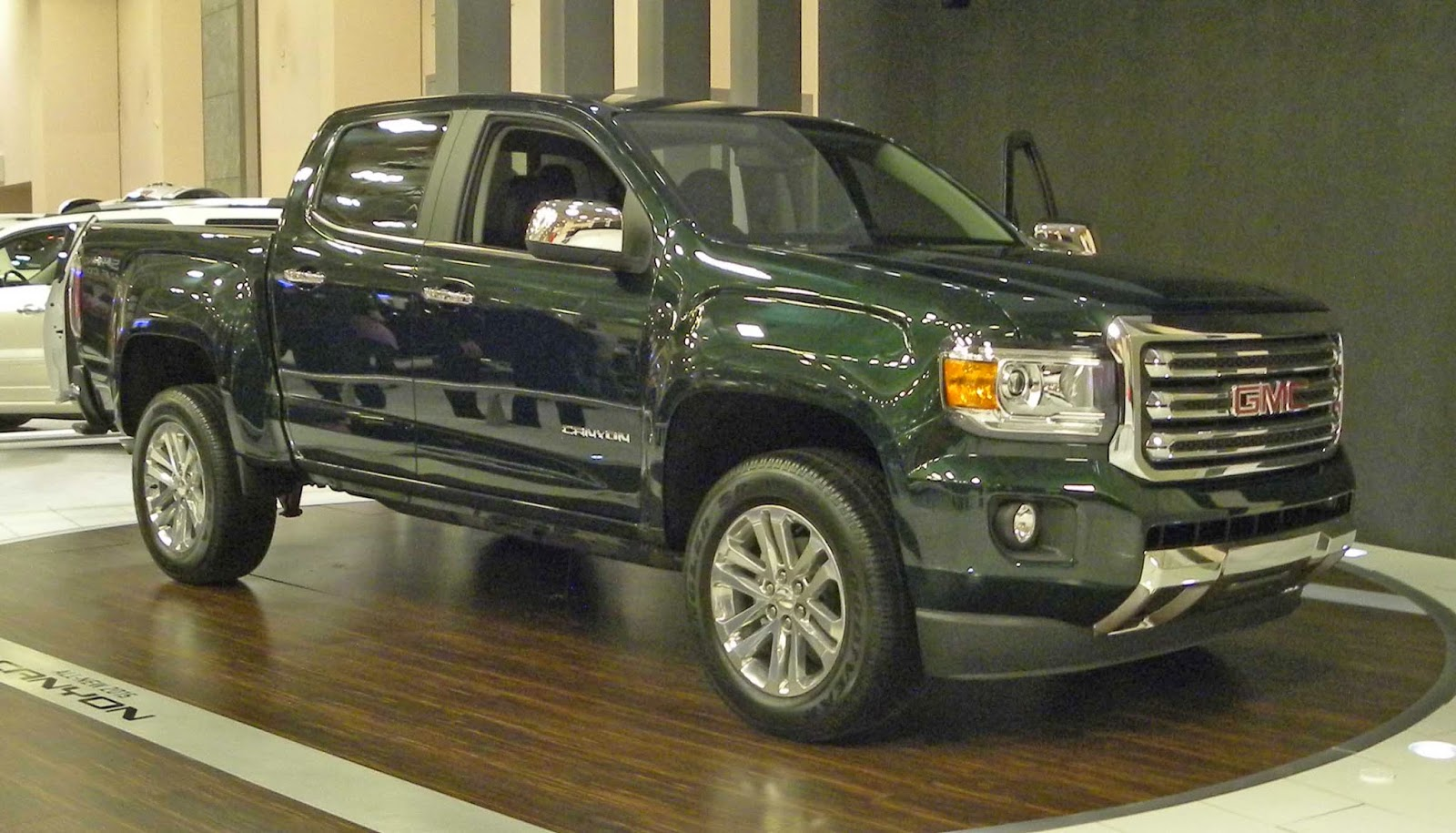 automozeal the new gmc canyon chevy colorado vs the chevy s 10 xtreme. Black Bedroom Furniture Sets. Home Design Ideas