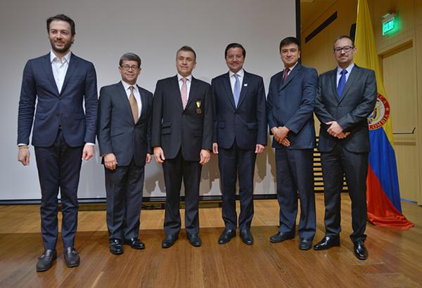 MinTIC-condecora-Consensus-S.A.S-medalla-Manuel-Murillo-Toro