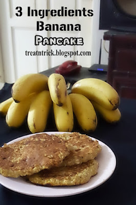 3 Ingredients Banana Pancake Recipe @ treatntrick.blogspot.com