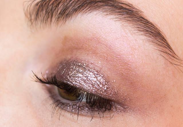 Кремовые тени Catrice Liquid Metal 050 Smart Mauve макияж