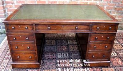Jual Mebel Jepara,Pengadaan furniture kantor Toko Mebel Jati klasik,Furniture Mebel Jepara code mebel ukir jepara A19 meja direktur ukir jati,meja kantor jati antique Belanda