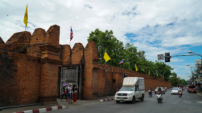 Tha Phae gate in the daytime