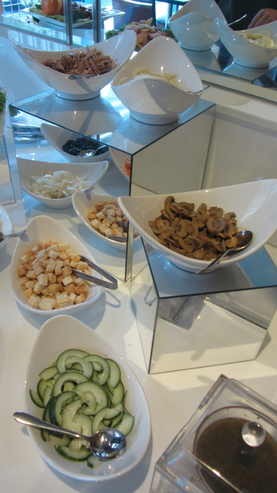 Lunchbuffet Amsterdam The Strand Café At One Pacific Place Walkandeat