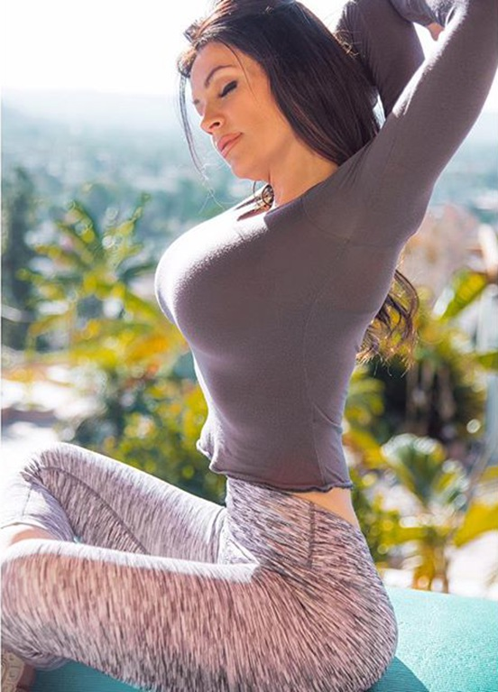 Fitness Model Denise Milani @denisemilaniofficial Instagram photos