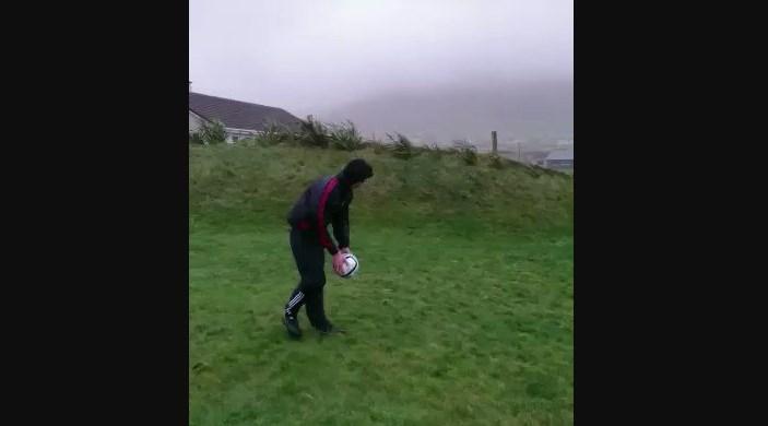 Dalam Angin Badai, Bola Ditendang Balik Lagi