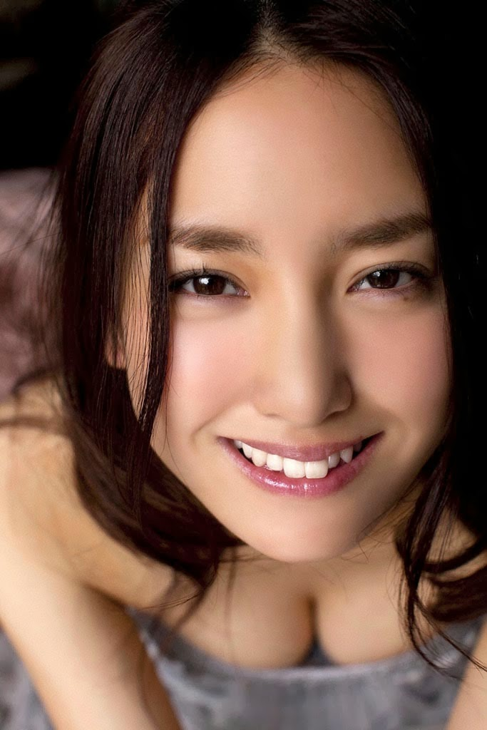 natsuko nagaike boob cleavage 05