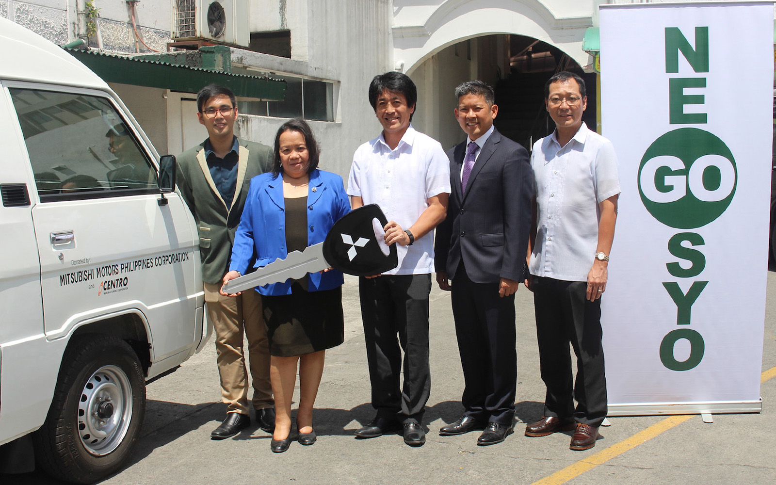 Mitsubishi Motors Philippines and Centro Manufacturing team up to donate an L300 XV Microbus to GoNegosyo